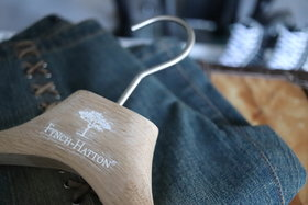 Ongelakte eikenhouten kledinghanger 43 cm