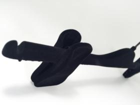 Luxe zwart fluwelen knijperhanger met bijpassende zwarte haak